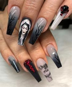 Halloween is the best time to show all kinds of beautiful looks. In addition to Halloween makeup and Halloween costumes, how can we get rid of Halloween nails? Nail making should also have Halloween atmosphere. This year, we will make Halloween holid Holloween Nails, Cute Halloween Nails, Halloween Nail Designs, Spooky Halloween, Halloween Ideas, Halloween Coffin, Halloween 2020, Beautiful Halloween Makeup, Halloween Decorations