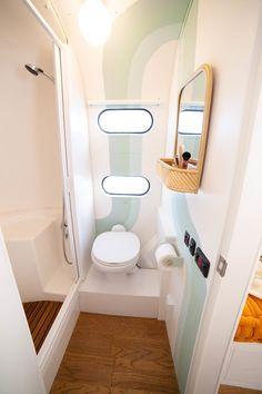 Van Living, Tiny House Living, Small Living, Van Conversion Interior, Camper Van Conversion Diy, Airstream Bathroom, Kombi Home, Van Home, Bus House