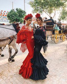"""MARTA LOZANO on Instagram: """"Mi hermana @merilozanop en su primer año en la feria 💃💃"""" Mexican Fashion, Spanish Fashion, Oriental Fashion, Flamenco Costume, Flamenco Dancers, Spanish Dress Flamenco, Flamenco Dresses, Traditional Mexican Dress, Traditional Dresses"""