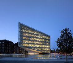 The Crystal / schmidt hammer lassen architects. Photograph by Adam Mørk