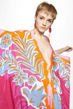The complete Emilio Pucci Resort 2020 fashion show now on Vogue Runway. Emilio Pucci, Fashion 2020, Fashion Show, Fashion Trends, Runway Fashion, Vintage Couture, Motif Floral, Floral Prints, Saturated Color
