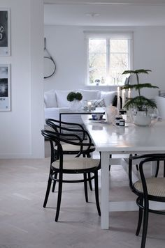 This white table works well with the black chairs. Like the idea of having 4 armless chairs and then two Thonet chairs with arms at the ends. House Of Philia, Scandinavian Style Home, Bentwood Chairs, White Interior Design, Dining Room Inspiration, Dining Room Design, Dining Area, Living Room Chairs, Home And Living