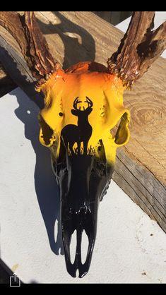 Deer Skull Decor, Deer Hunting Decor, Painted Animal Skulls, Cow Skull Art, Skull Crafts, Antler Crafts, Antler Art, Skull Painting, Bull Skulls