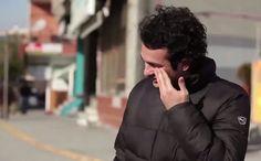 Vizinhança aprende língua de sinais para surpreender morador surdo - Fernando Moreira: O Globo