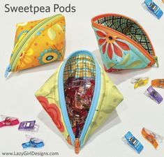 Small zippered pouch with easy zipper installation! Sweetpea Pods pattern by Lazy Girl Designs, perfect for holding Wonder Clips, candy, supplies. Learn Joan Hawley's One-Zip installation and Easy-On method to add zipper pulls in contrasting colors. #LazyGirlDesigns #BagPattern