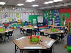 If I could have another job, it would definitely professional classroom decorator. I *love* decorating a classroom. Here what my classroom . Classroom Layout, Classroom Organisation, Teacher Organization, Classroom Design, Kindergarten Classroom, School Classroom, Classroom Decor, Classroom Management, Organization Ideas