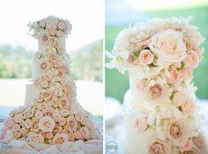 gâteau de marriage avec cascade de fleurs / Flower Adorned Wedding Cake
