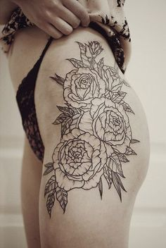 20 Thigh Tattoo Designs for Every Woman Rose Tattoo - I like the placement but it's a little too busy the roses are on top of each other. Floral Thigh Tattoos, Leg Tattoos, Flower Tattoos, Body Art Tattoos, Cool Tattoos, Tattoo Thigh, Woman Tattoos, Tatoos, Flower Outline Tattoo