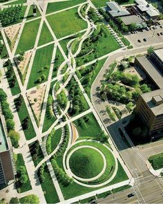 University of Cincinnati  Ohio, campus green ©Hargreaves Associates