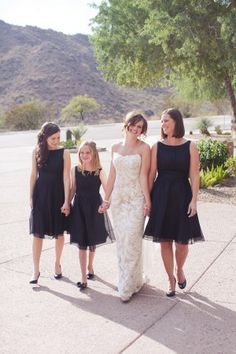 Great bridesmaid's dresses in dark blue. So cute for flower girls, junior bridesmaids and a maid of honor!