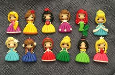 Set of princess new look clay edition 5 pendant- scrapbooking- polymer clay- princesses clay- bow embellishment Polymer Clay Figures, Cute Polymer Clay, Cute Clay, Polymer Clay Dolls, Polymer Clay Miniatures, Polymer Clay Charms, Diy Clay, Clay Crafts, Polymer Clay Disney