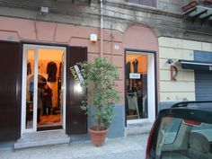 Usatelier, second-hand shop in Palermo { Address: Via Ricasoli, 37 }