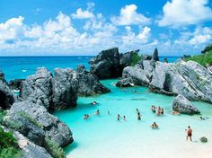 Bermuda Horseshoe Bay is perhaps the most famous beach in Bermuda. A very popular tourist spot, it lies on the main island's south (Atlantic Ocean) coast, in the parish of Southampton. The sand of the beach is very fine and displays a very white colour.