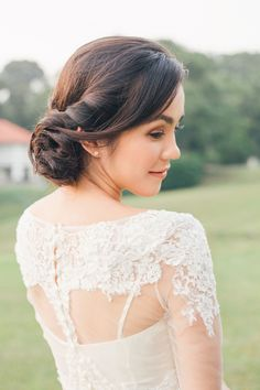 Gorgeous natural hair and makeup! Dreamy and Rustic Wedding Picnic Inspiration