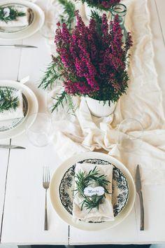 jesienna dekoracja stołu-wrzosy, rozmaryn i wizotowniki DIY