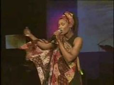 Mi Redentor Vive, Nicole C. Mullen.  Una canción linda en inglés y español.