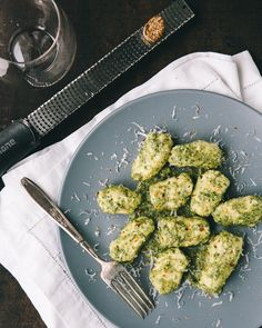 Ricotta Dumplings with Kale Pesto. Ricotta Dumplings with Kale Pesto -- Simple and elegant perfect for a Valentine's dinner. A Food, Good Food, Yummy Food, Kale Pesto, Basil Pesto, Vegetarian Recipes, Healthy Recipes, Vegan Meals, Couple Cooking