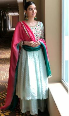 Beautiful color combination of dupatta. Indian Fashion Dresses, Dress Indian Style, Indian Wear, Indian Suits, Indian Attire, Ethnic Fashion, Latest Punjabi Suits Design, Latest Suit Design, Punjabi Suits Designer Boutique