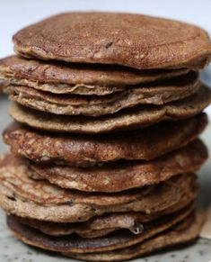 Bananen pannenkoekjes met rauwe cacao! Lekker voor ontbijt of lunch . En eigenlijk kan het ook wel als toetje😋. Op de menukaart ✅  #lekker #healthyfood  #foodblogger #lekkerinjevel #gezondeleefstijl #healthy #tasty #huisgemaakt #vegan #vegetarisch #glutenvrij #lactosevrij #gezond Cacao, High Tea, Catering, Pancakes, Breakfast, Desserts, Food, Tea, Morning Coffee
