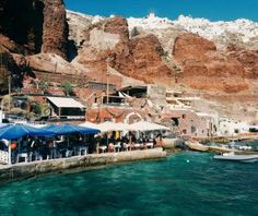 Do you want to know the entry ticket price for Ammoudi Bay? Opening & closing timings, parking options, restaurants nearby or what to see on your visit to Ammoudi Bay? Santorini Greece, Mount Rushmore, Europe, Mountains, Park, Places, Water, Bucket, Travel