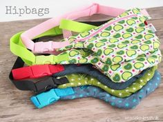 Mein Lieblingstaschenschnitt und eine kleine Videoanleitung (Keko-Kreativ) There are one or the other favorite bag cut, which I sew over and over again. In the first place is clearly the Hipbag by Sch Fabric Crafts, Sewing Crafts, Sewing Projects, Sewing Hacks, Sewing Tutorials, Diy Accessoires, Hip Bag, Fabric Bags, Sewing For Kids