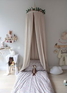 5 Canopy Beds That W