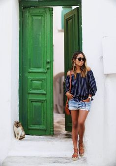 38f4ba90a4 Pretty doors and cute kittens in Greece.