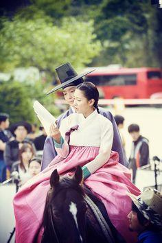 """Joseon Gunman"": Lee Jun Ki & Nam Sang Mi Practicing Their Chemistry | Couch Kimchi"
