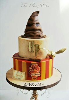 A die-hard Harry Potter loyalist? If yes, then you definitely deserve to get one of these awesome Harry Potter Theme cake designs for your next birthday. For sticking till Harry with the very end, … Bolo Harry Potter, Gateau Harry Potter, Harry Potter Birthday Cake, Harry Potter Theme Cake, Harry Potter Balloons, Harry Potter Cake Decorations, Harry Potter Cupcakes, Harry Potter Sorting Hat, Cake Cover