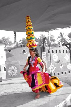 Rajasthani Folk Dance We Are The World, People Around The World, Baile Jazz, Cultural Dance, Indian Classical Dance, Classical Music, Amazing India, Shall We Dance, Folk Dance
