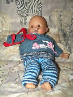 """Meine Schwiegermutter hat meiner Tochter einen wunderhuebschen Puppenpulli gestrickt, passend zu einem Pulli fuer meine Tochter. Da es in letzter Zeit relativ kalt war, und das Lieblings""""baby…"""