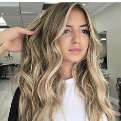 Balayage Blond, Blonde Hair With Highlights, Brown Blonde Hair, Hair Color Balayage, Ombre Hair, Hair Color And Cut, Hair Dos, Gorgeous Hair, Pretty Hairstyles
