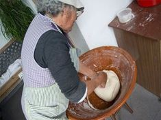 Como fazer pão alentejano Our Daily Bread, Bread Baking, Homemaking, Bread Recipes, Food And Drink, Healthy Recipes, Snacks, Meals, Cooking