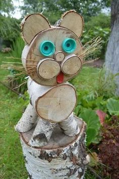 Birkenrinde: 76 Tausend Bilder in Yandex gefunden. Wood Log Crafts, Wood Slice Crafts, Christmas Decorations To Make, Christmas Crafts, Wood Animal, Into The Woods, Wood Creations, Handmade Books, Wood Slices