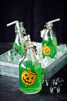 Halloween-booli | K-ruoka #halloween Halloween Desserts, Halloween Cakes, Halloween Party Decor, Halloween Diy, Party Party, Party Ideas, Diy Crafts, Bottle, Kids