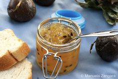 A delicious way to start your day: Pineapple and Passion fruit Jam! Find all the flavours of the tropics in a bottle of jam! Fruit Jelly Recipe, Jelly Recipes, Jam Recipes, Dessert Recipes, Cooking Recipes, Recipies, Fruit Recipes, Desserts, Pulp Recipe