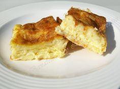 burek branza 8 Sweets Recipes, Cooking Recipes, Greek Desserts, Romanian Food, Romanian Recipes, Good Food, Yummy Food, Tapas, Savoury Baking
