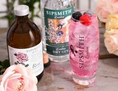 Whether making cocktails at home or your own flavoured gins, these homemade gin syrups offer a simple and easy way to customize your serves. Pink Gin Cocktails, Cocktail Syrups, Cocktails To Try, Classic Cocktails, Drinks, Make Your Own Gin, Sipsmith Gin, Tonic Syrup, Bebe