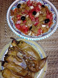 Salade aux poivrons et piments grillés Algerian Recipes, Algerian Food, Healthy Dinners For Two, Food Gallery, Dinner For Two, Cooking Tools, Eid, French Toast, Oatmeal