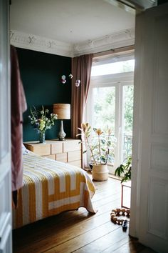 A relaxed home with an inspiring array of colours!