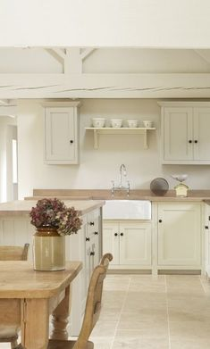 Mesmerizing Examples Of Country Kitchen Decor Ideas Home SNS Cream Colored Kitchen Cabinets, Kitchen Cabinet Colors, Kitchen Tiles, Kitchen Colors, Kitchen Flooring, Kitchen Countertops, Kitchen Wood, Cream Shaker Kitchen, Cream Colored Kitchens