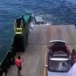 Une voiture tombe d'un ferry en Australie Saute, Ferry, Entertainment Sites, Best Funny Videos, Good Things, Petite Playsuits, Falling Down, Australia