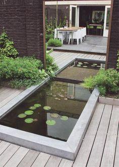 Spiegel in tuin voor extra diepte effect had het niet eens door zag de vijver en dacht idd en dan wat kleinere vijver, maar dan met spiegel aan de schutting..lijkt het toch groot!! grappig!