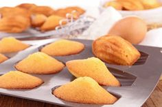 Recipe for madeleine cookies - Cookie man recipes Traditional French Recipes, Madeleine Recipe, French Cookies, French Dessert Recipes, Desserts With Biscuits, French Food, Food Menu, Love Food, Sweet Recipes