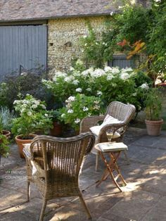 a terrace dressed in white - MY FRENCH COUNTRY HOME
