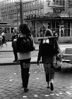 Globetrotter am Münchner Stachus, 1962 Hubertus Hierl/Timeline Images #München #Munich #Stachus #Karlsplatz #Globetrotter #Weltenbummler #Mädchen #60s #60er #youth #Jugend #Jugendliche #Hippie #Hippies #68er #Studentenbewegung #Rebellion #Emanzipation Karlsplatz, Timeline Images, Globetrotter, Kanken Backpack, Bushcraft, Munich, Survival, Backpacks, Photography