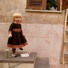 Ravelry: Spin-a-round-dress pattern by Anna & Heidi Pickles Knitting For Kids, Baby Knitting, Slip Stitch, Frocks, Spinning, Free Pattern, Knit Crochet, Girl Fashion, Flower Girl Dresses