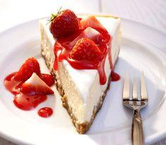 New York Cheesecake mit Erbeeren und Erdbeerenpüree (mit Butter schmeckt's besser als mit Margarine uns ist gesünder)