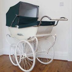 Wilson Barouche – British Racing Green Baby Shower Vintage, Shower Baby, Baby Showers, Baby Transport, Silver Cross Prams, Baby Prams, Cute Baby Strollers, Pram Charms, Vintage Pram