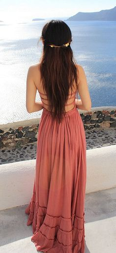 Amazingly beautiful summer dress <3 Check out YouQueen.com for more style inspo